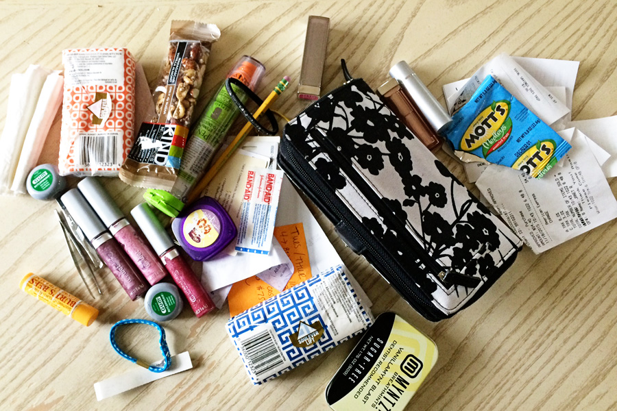 Is your purse overflowing with trash? Are you always digging through it to find what you need? No more with these simple tips for keeping your purse tidy using the KonMari method!