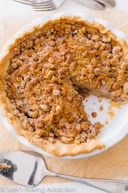 apple-crumble-pie-heavy-on-the-crumble-topping-recipe-on-sallysbakingaddiction-com-4