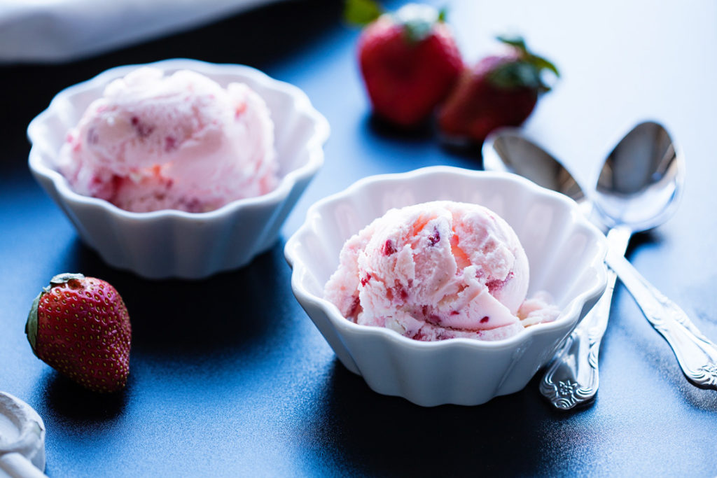 strawberries and white chocolate are the stars in this perfect ice cream for valentines day - Valentines Strawberries