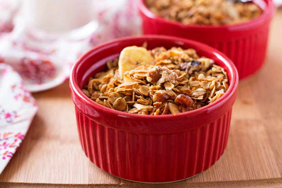 Make this Healthy Banana Granola today and have an amazing, heart-healthy breakfast tomorrow! Healthy granola recipe, easy granola recipe