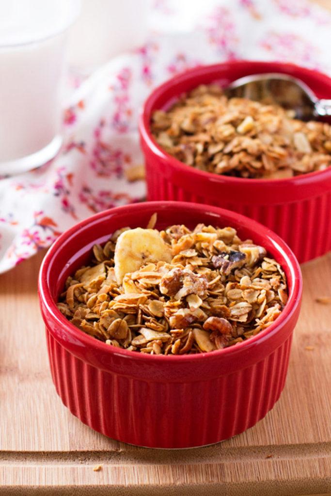 Make this Healthy Banana Granola! It has a fraction of the sugar of store-bought granola, and tastes like banana bread! Healthy granola recipe, easy granola recipe