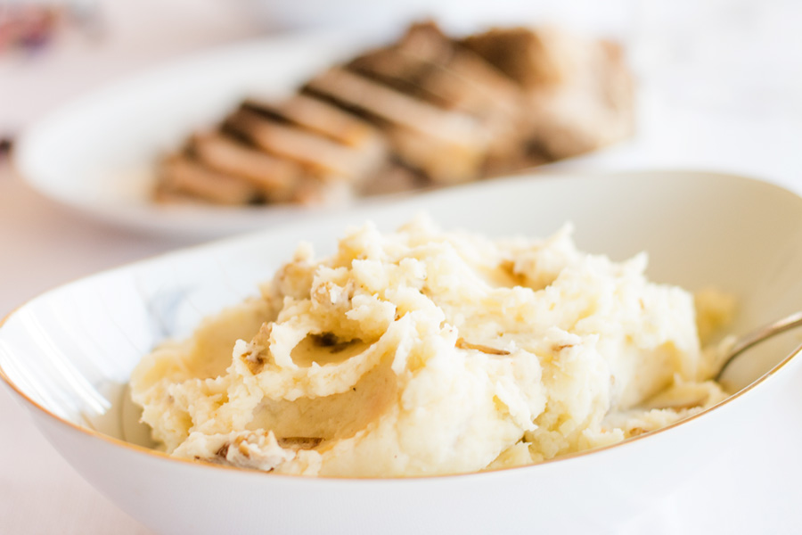 Easy Gourmet Mashed Potatoes, the next time you make mashed potatoes, try this recipe. You will never go back to ordinary mashed potatoes again!