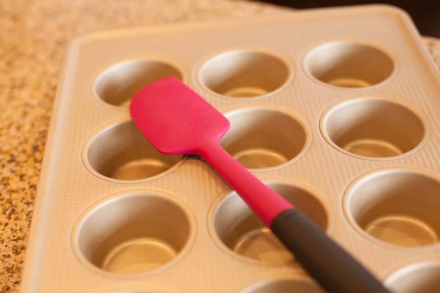 oxo-spatula-and-muffin-pan