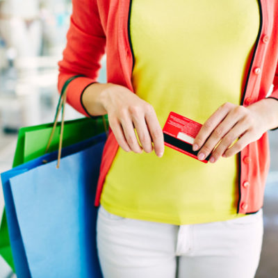 Do you hate shopping? Shopping should be fun! Keep reading for the secret that will revolutionize your shopping experience! (Plus, you'll look amazing). These amazing color cards are the key! Shopping tips, makeover tips, shopping hacks, best clothes shopping tips