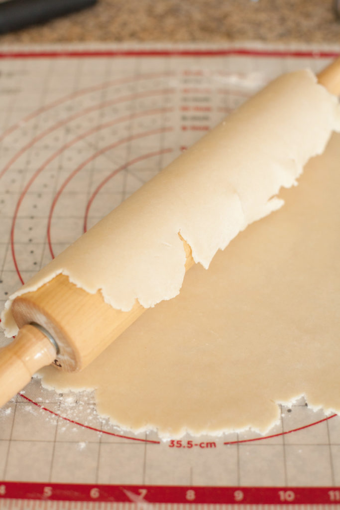 rolling pin and rolled pie crust dough
